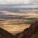 Le village de Guigou à travers la gorge