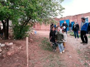 Les enfants du village voisin de Tint en chemin vers l'école de Chaabt