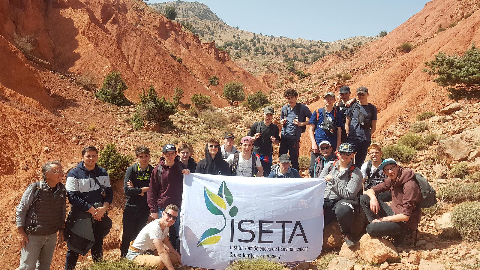 Les élèves d'd'ISETA dans la Vallée Rouge
